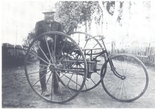 Delivering the mail in 1910. photo credit: postimuseo
