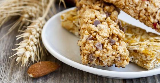 As barras de proteína têm vindo a ser incluídas, com maior frequência, na dieta alimentar. Sabe como fazê-las em casa?