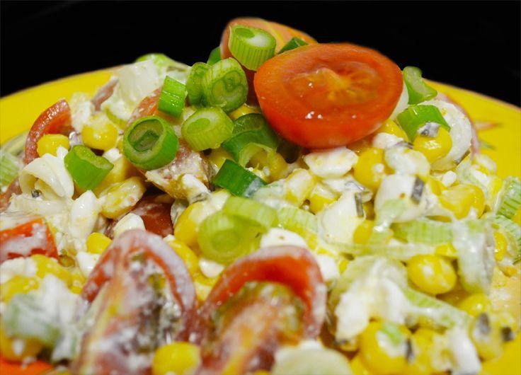 Studentský salát připravený velmi rychle, zdravě a hlavně levně. Autor: Klárka