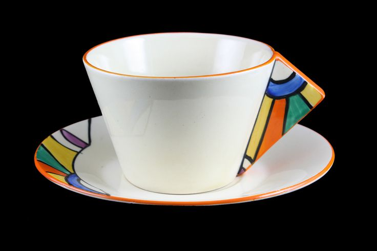�conical� shape cup with a solid triangular handle was