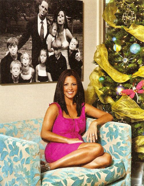 Sara Evans - awesome family photo on the wall