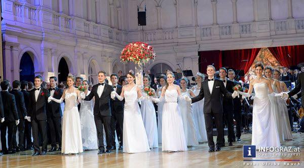 """Walzertakt in der Oper Graz! Die schönsten Augenblicke von der Opernredoute Graz 2015 in Bildern vom ansehnlichsten Ball der Steiermark.  #Walzertakt #Oper #Graz #Opernredoute #2015 #Ball #Steiermark #Grazer #Wirtschaft #Politik #Kunst  #Kultur #Blitzlichtgewitter """"#prachtvolle #Nacht"""" #Bälle #Bilder #Fotos #GrazerOpernredoute2015OperGraz"""