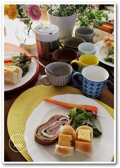 sunday#2017atsuko_plate✻紫芋と抹茶ミルクチョコチップメッシュ✻ミルクちぎりパン厚焼き玉子サンド✻サラダ&人参ステーキ✻ヨーグルト✻カフェオレ