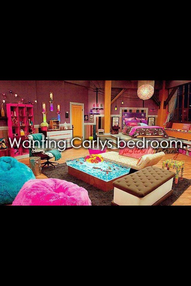 ICarly's Room. Who even has a room that big! AND IN AN APARTMENT! Idk but I want it!