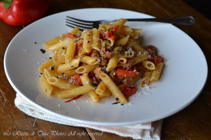 pasta con peperoni e salsiccia,pasta con peperoni,primo facile,primo veloce,peperoni,le ricette di tina,
