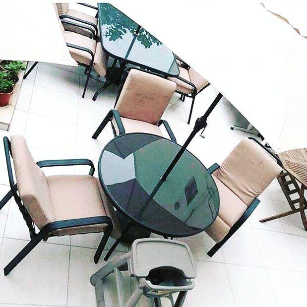 For Sale Garden Table For 4 Person Good Condation Price 65 Bd للبيع طاولة حديقة ل 4 اشخاص مع مظلة متحركة لون اخضر بحالة مم Baby Strollers Baby Children