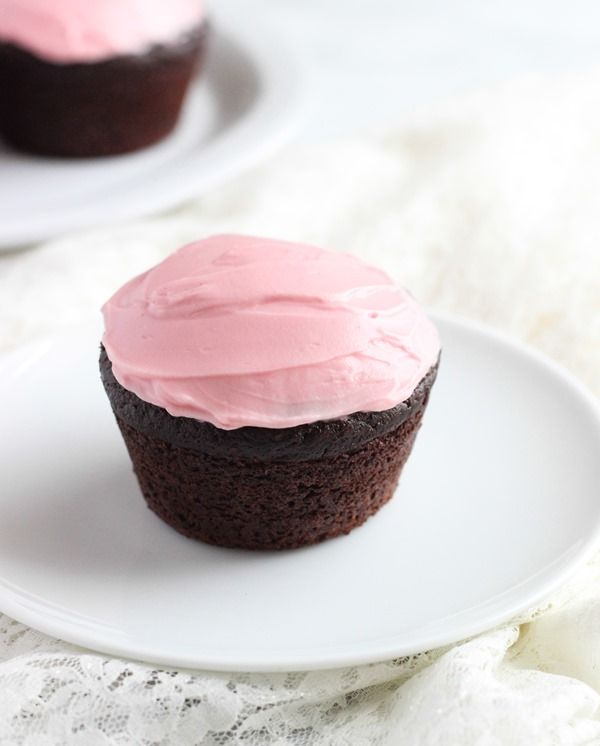 Best-Ever Chocolate Quinoa Cupcakes with Naturally Pink Frosting – Making Thyme for Health