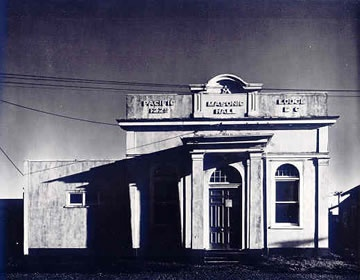 Laurence Aberhart - also has taken many really beautiful shots of old NZ buildings/landmarks