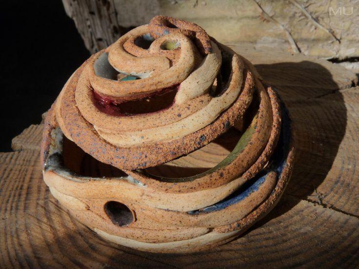 Pruebas de color con esmaltes naturales sobre tres cerámicas. Iluminarios MU