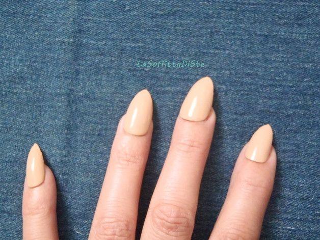 Più - stiletto nudo unghie finte glossy nail art beige - un prodotto unico di LaSoffittaDiSte su DaWanda