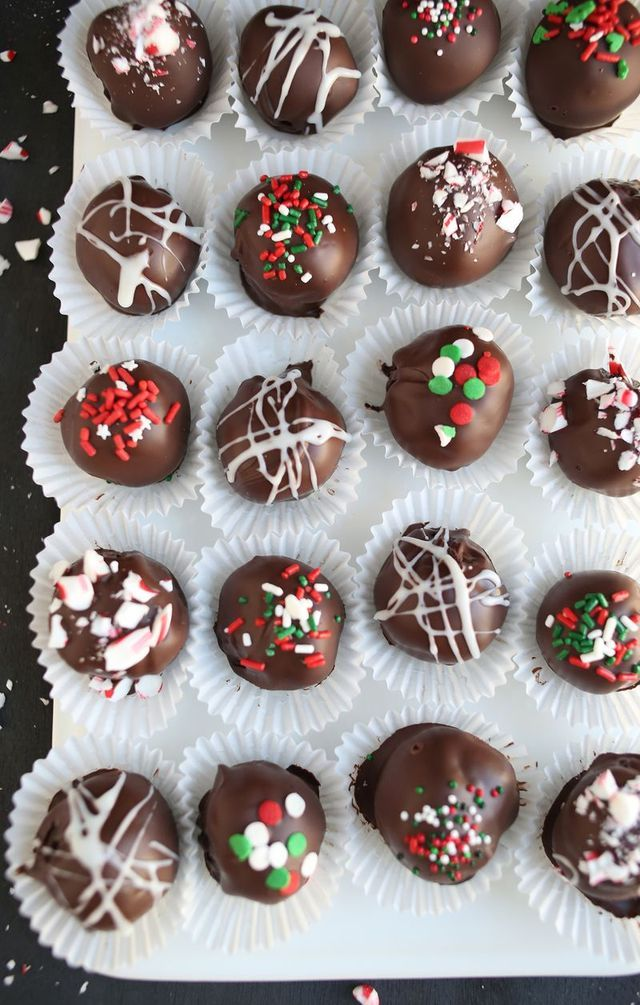 Oreo truffles are one of my all time favorite things to make during the holidays. I was introduced to these about ten years ago when a friend of mine, Nathan, made me a batch as a holiday gift. At the