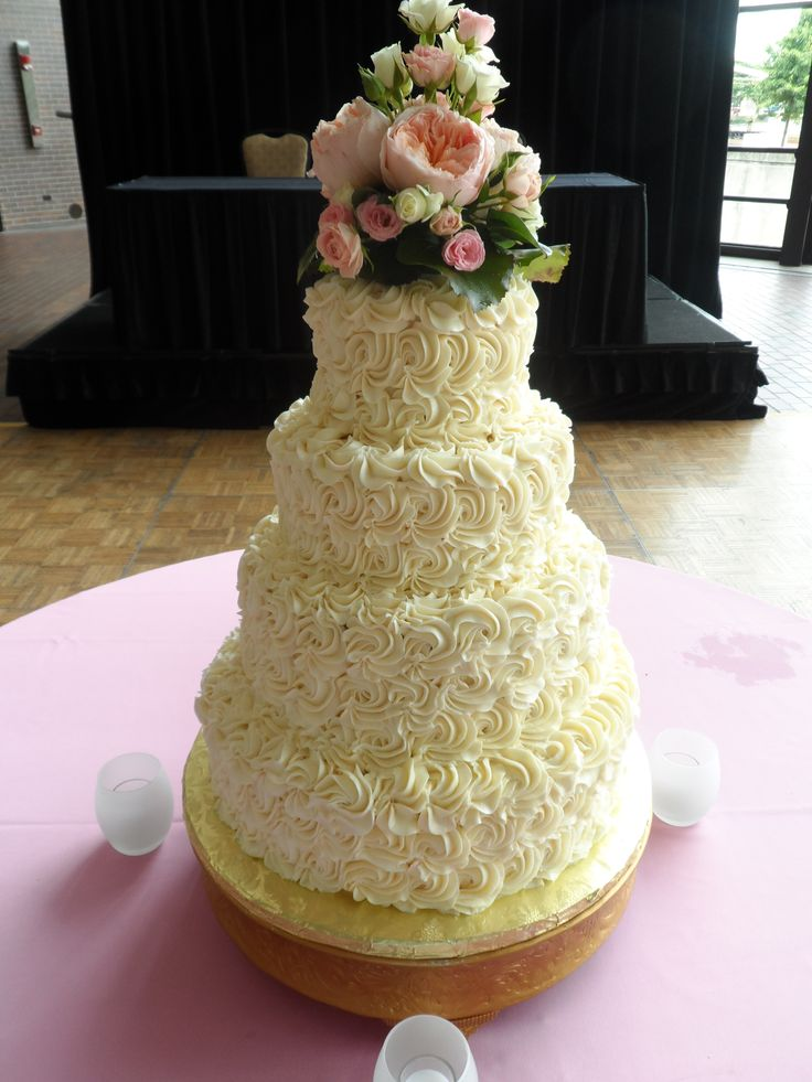 Buttercream Rose Cake - I would like to recreate the flower arrangement on top in gumpaste