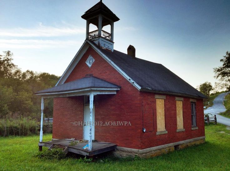26 best one room schoolhouses old buildings in for Best old school house