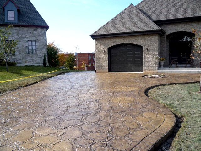 78 id es propos de b ton estamp sur pinterest patios for Entree garage beton