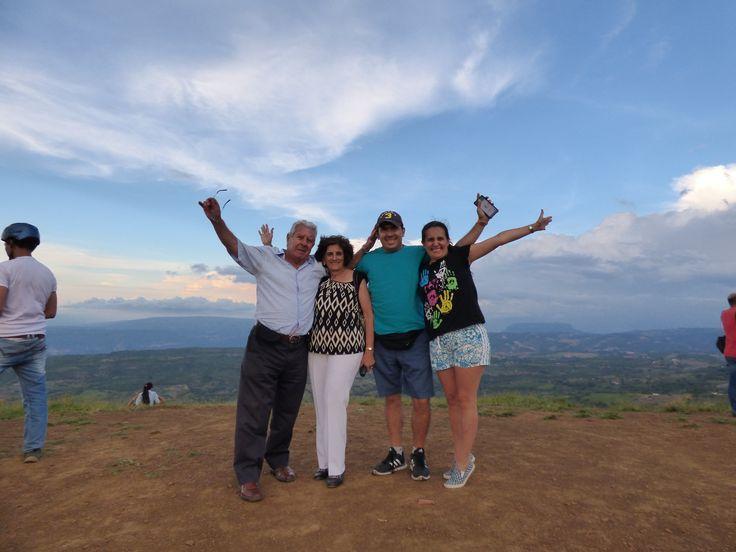 Familia FELIZ volando en Parapente Curití ¡Grandes momentos, grandes Historias!