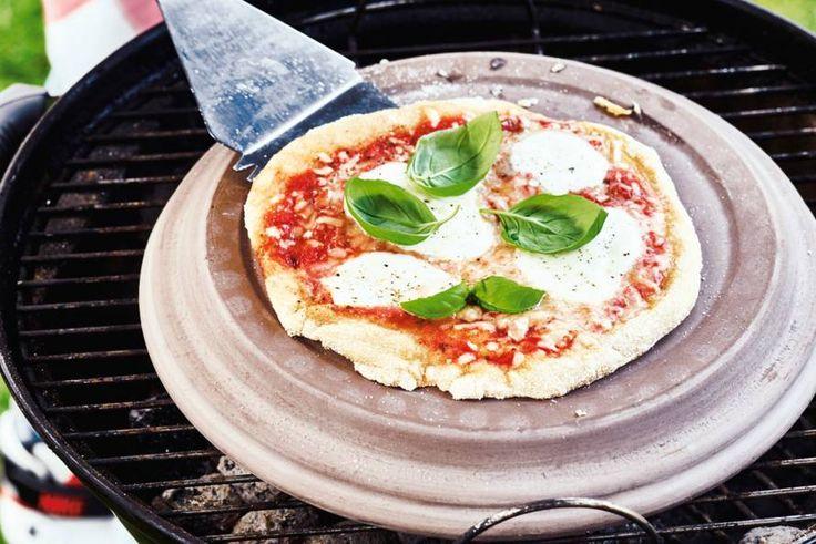 Zelfs een heerlijke Italiaanse mini-pizza maak je klaar op de barbecue! - Recept - Allerhande
