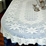 Oval Poinsettia Tablecloth Pattern in Filet (FT426)