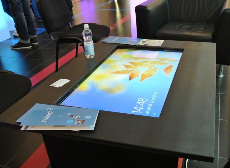 Digitale coffe table par la société Digitale  - octobre 2012  http://grenoble-numerique.fr/table-tactile-du-reve-a-la-realite/
