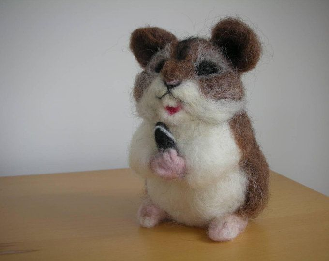 Nadel Fuhlte Realistische Hamster Mit Cookie Gefilzte Maus Etsy Felt Animals Needle Felting Felt Toys