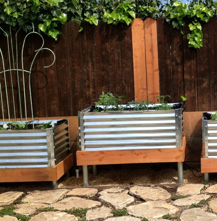 Best 25 elevated garden beds ideas on pinterest diy raised garden beds above ground garden for Corrugated metal raised garden beds