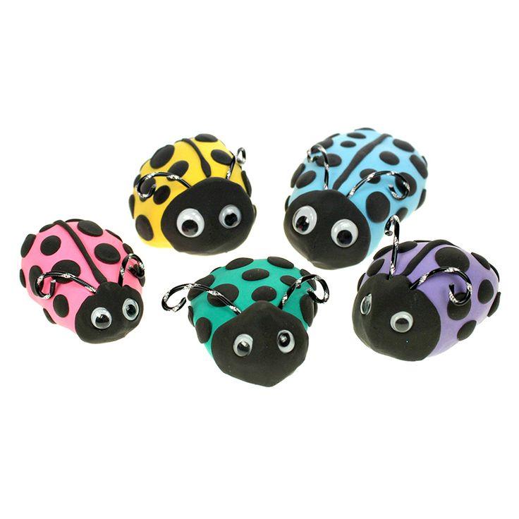Värikkäät pikkuleppikset on valmistettu silkkimassasta kiviä päällystämällä.