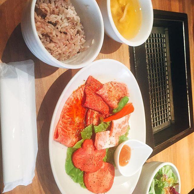 深夜明けの せいらさんと ランチヽ(*^ω^*)ノ  はつ kintan 💟  めっちゃ美味しかった。 本当申し訳ないくらい眠くてのんびり超マイペース笑 お買い物もできて楽しかったヽ(*^ω^*)ノ  またご飯行きたいい(^ν^) 昨日は本当ありがとう😊 #焼肉 #kintan #恵比寿 #同期 #ねむたい #ねむい #肉 #meat #lunch #焼肉ランチ #恵比寿ランチ #instameat  #instalunch  #instafood #like4like  #l4l #お肉好き #デブ