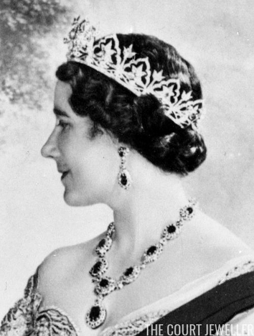 Jewel History: First Royal Court in Scotland in 34 Years (1937) | The Court Jeweller