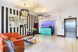 The London Premier Notting Hill hotel is found in a quiet residential area of the fashionable district of Bayswater close to great capital city...