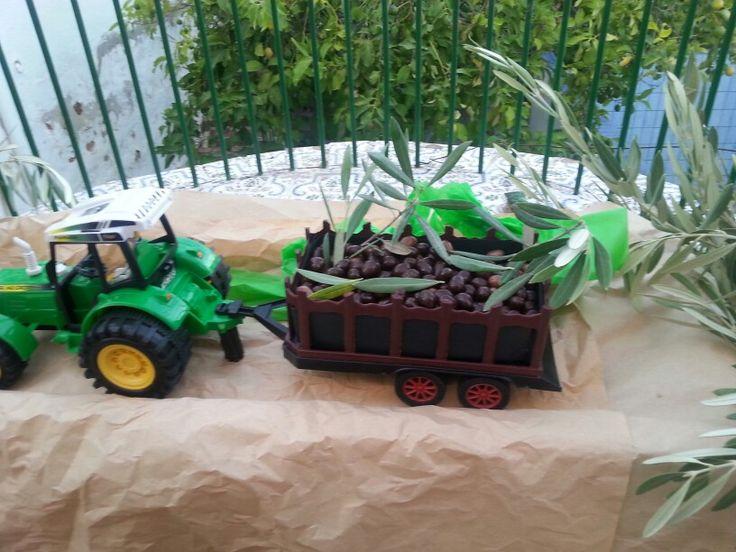 El tractor llevaba conguitos. Normalmente lleva aceitunas