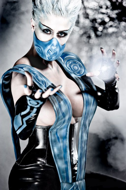 Mortal Kombat – Deadly Alliance Cosplay: Frost (Marie-Claude Bourbonnais)  (vivolatino.com pinterest)