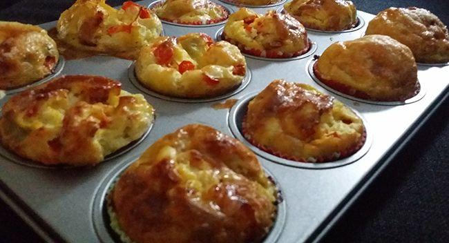 Op Instagram liet ik zien dat ik 'ei muffins' maakte. Ik kreeg héél veel vragen naar het recept en of ik hier een blogpost over wilde maken. Oké! Ik ben er zelf ook heel enthousiast over, dus vandaag ga ik je laten zien hoe je ei muffins/omeletjes uit de oven/mini quiches zonder bladerdeeg maakt. Makkelijk, …