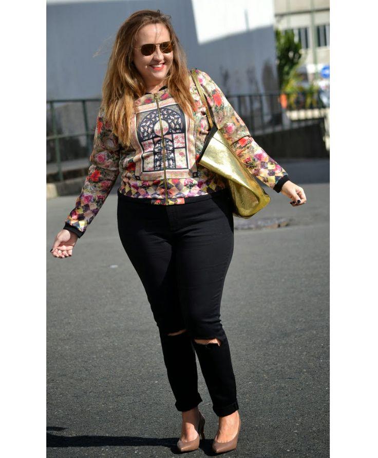 My dresser myself street style Bomber: Monblu Moda (o/i 2014-15) Jeans: asos curve (o/i 2014-15) Stilettos: Latouche by el Corte Inglés (o/i 2014-15) Pulseras: Love Wallis Reloj: Michael Kors by Joyería Sancy Anillo: Joyería Sancy Bolso: Zara