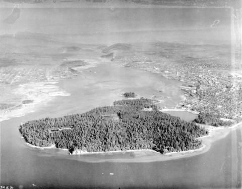 [Aerial view looking east over Stanley Park, Coal Harbour and Burrard Inlet], 1926 City of Vancouver Archives