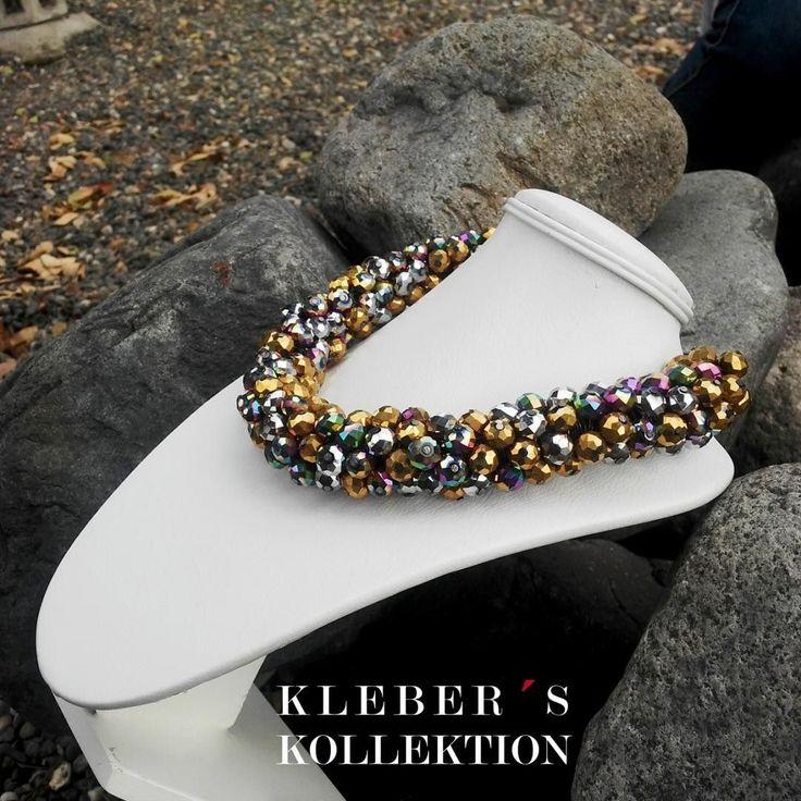 Es viernes y tu estilo lo sabe... Deslumbra como una estrella con este collar lleno de sparkle que combina cristales metálicos : plateado dorado y verde. Te gusta lo que ves?  Fotografía : @klebersoriano  be DIFFERENT choose an #KK #fashion #moda #crystal #statement #necklace #bijoux #bisuteria #jewel #jewelry #publicidad #ads #designer #design #emprendedor #Ecuador #photography #handmade #estilo #style #accesorios #accessories #marketing #art #fashionista