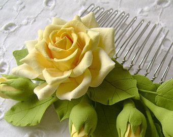 Pelo peine arcilla del polímero florece. Crema por FloraAkkerman