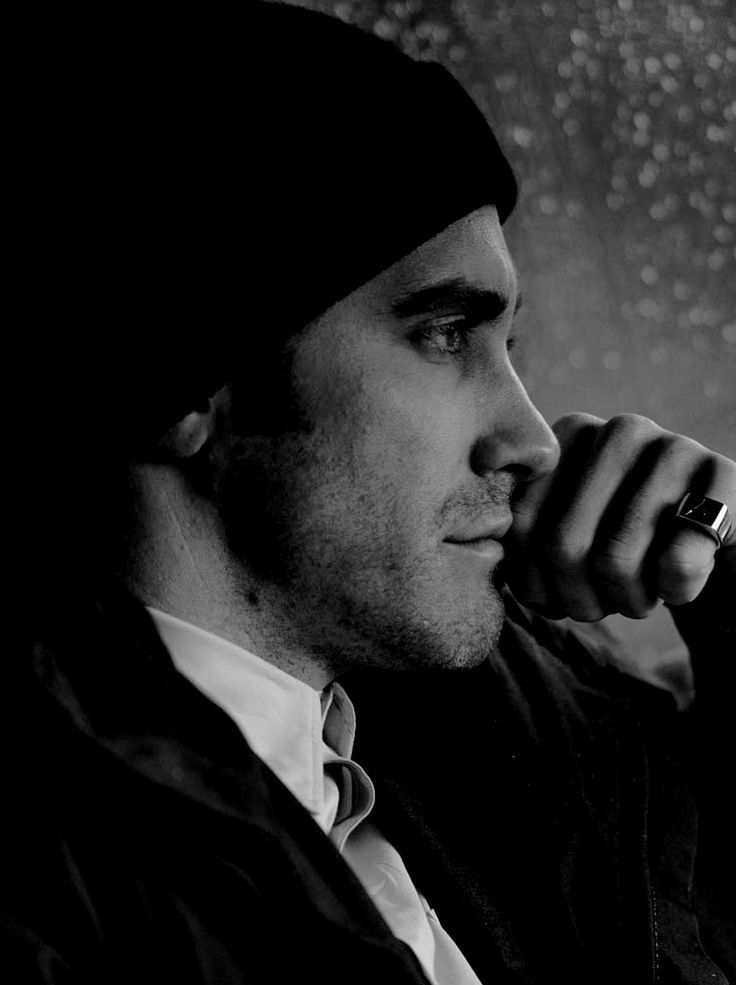 #Jakegyllenhall when you know he is in deep thoughts and you waiting to hear that wisdom.