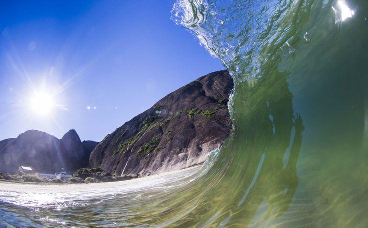 Itacoatiara Beach surfing
