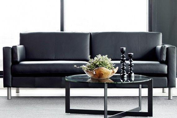 Mandal 3 seter, duo puter. arm 2, 11 cm. svart skinn. Total lengde 218 cm. Spinnaker salong bord. www.skeidar.no www.hjellegjerde,.no