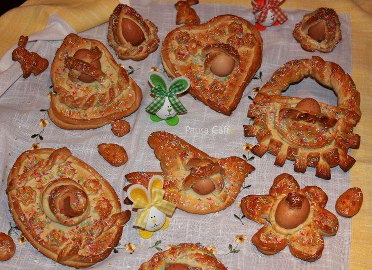 """Nei tempi antichi la cuddura era preparata dai pastori o viandanti con la pasta di pane, alla quale veniva data una forma circolare. Per essere maggiormente sostanziosa, nella ciambella, prima della cottura, venivano inserite delle uova, durante gli spostamenti la """"cuddura"""" veniva infilata in un bastone o in un braccio."""