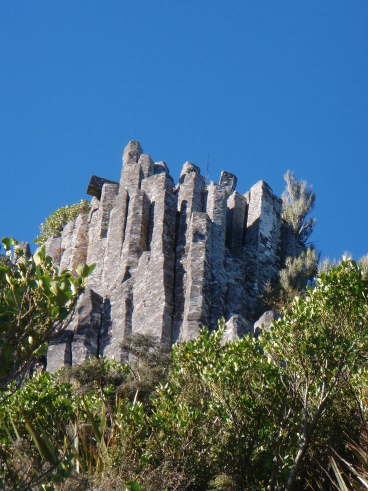 Castle Hill New Zealand / Mt. Cargill and the Organ Pipes