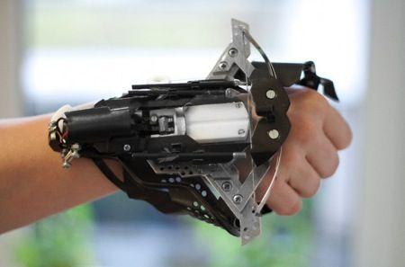 http://www.patent-cn.com/wp-content/uploads/2014/08/20140806220.jpg 激光瞄准的腕戴十字弓