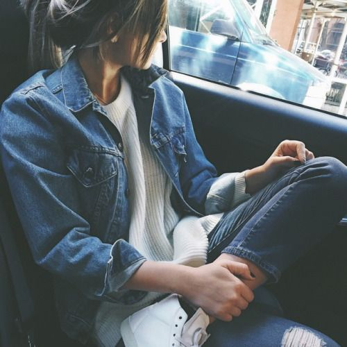 Casual outfit. Fall outfit. Cute outfit. Perfect for fall. Fall fashion. Jean jacket. Highwaisted jeans.