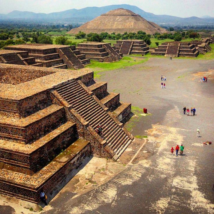Explorando las #ruinas de Teotihuacan #DF #Mexico #piramide #aventura #descubra #viajar #caminante #travesia #viajero #travelgram  #mexico_maravilloso @natgeotravel @mexico_maravilloso  (at Teotihuacan)