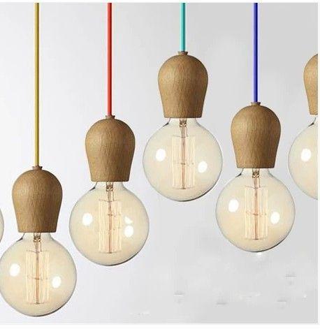 Incandescent Bulbs. Houten hanglampen aan gekleurd koord. #Stekmagazine #hanglamp #interieur