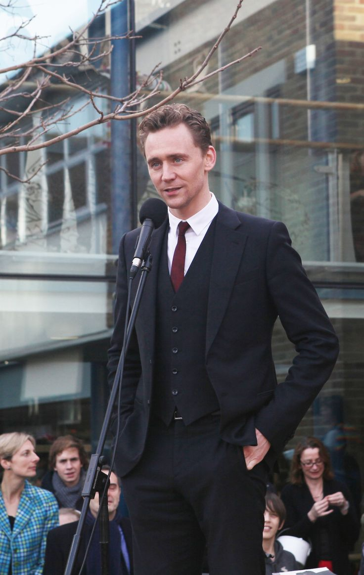 Tom in a suits. Looking classy.