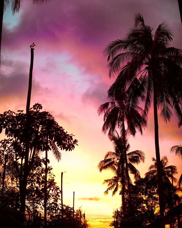 This sky 👌🏼😍  #kohchang #thailand #vacaygoals #sunset