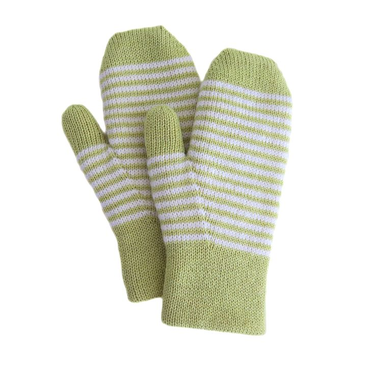 These fun mittens are quick to make and comfortable to wear. The pattern is knitted flat and has precise increases to give you optimal thumb fitting and neat color changes. The double layering make…