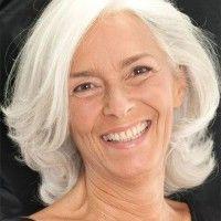 medium length hairstyle for grey hair