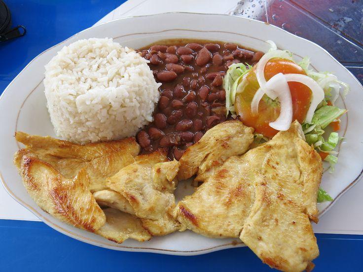 Una plato tradicional es Bandeja Paisa