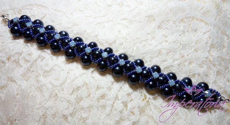 Bratara din perle naturale negre cu reflexe albastrii si elemente swarovski